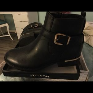 Woman's Black Boots wanted Size 7 1/2
